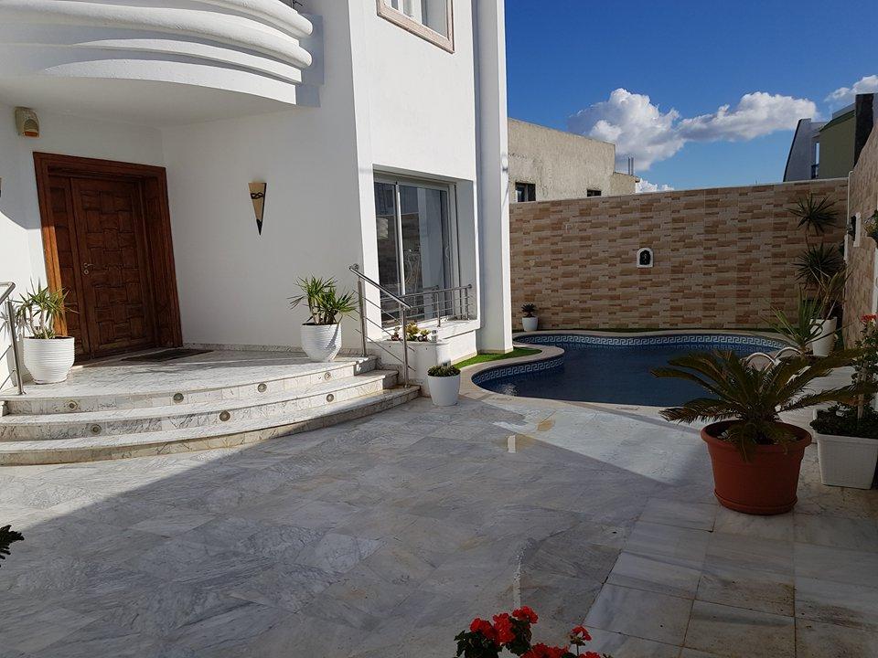 Villa Monet , Ennaser